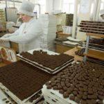 Горы сладостей на заводе