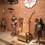 Доспехи и трон в Лидском Замке