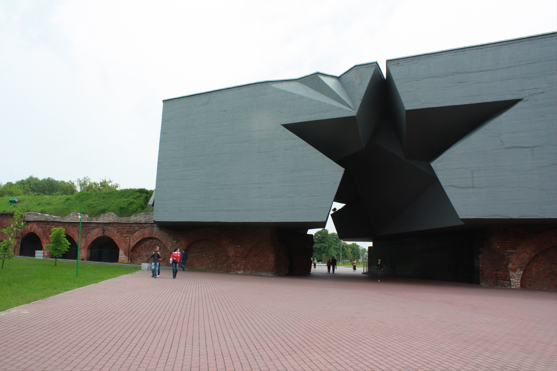 Вход в мемориальный комплекс Брестской крепости