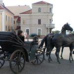 Скульптура кареты в Минске