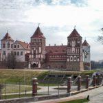 Мирский замок осенью