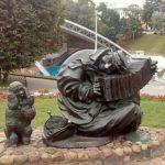 """Скульптура """"клоун с собачкой"""" в Витебске"""