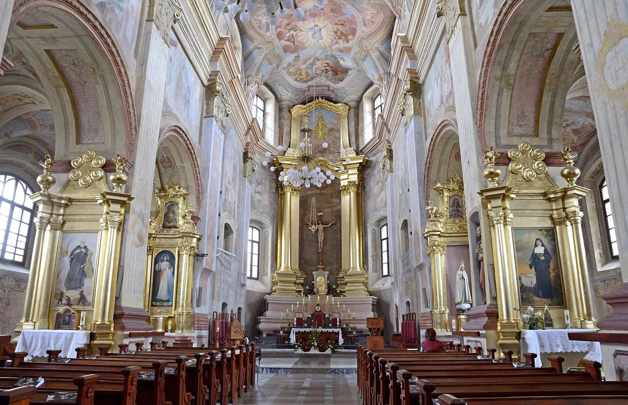Собор Успения Девы Марии и Святого Станислава, вид внутри