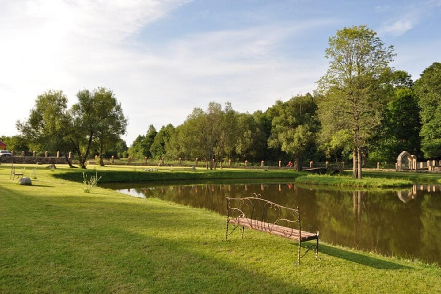 Парк и озеро в Суле