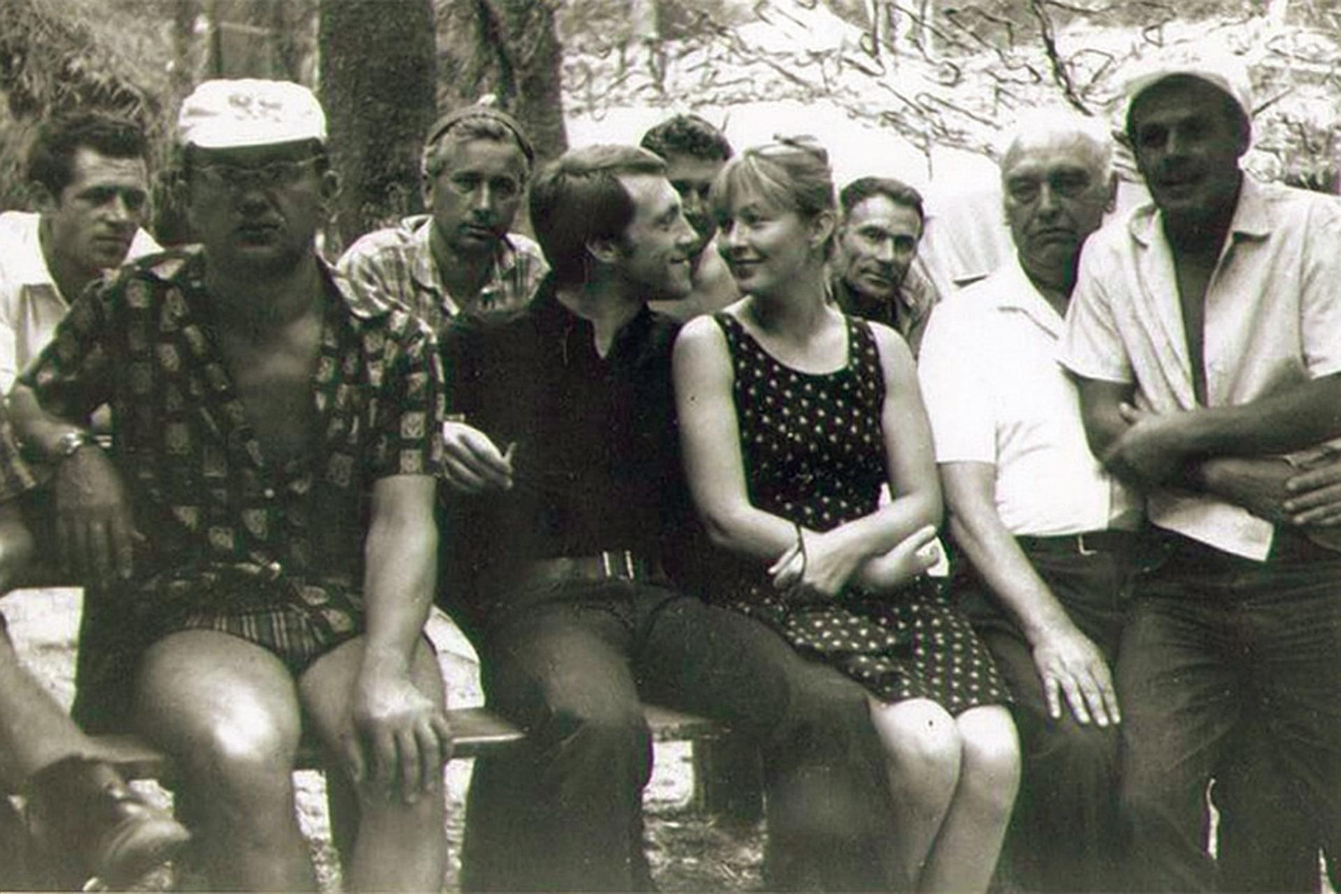 Высоцкий с женой на съемочной площадке в Новогрудке