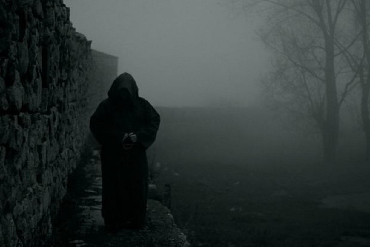 Привидение черного монаха пугавшее солдат