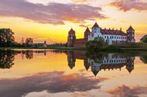 Мирский замок неохотно делится секретами