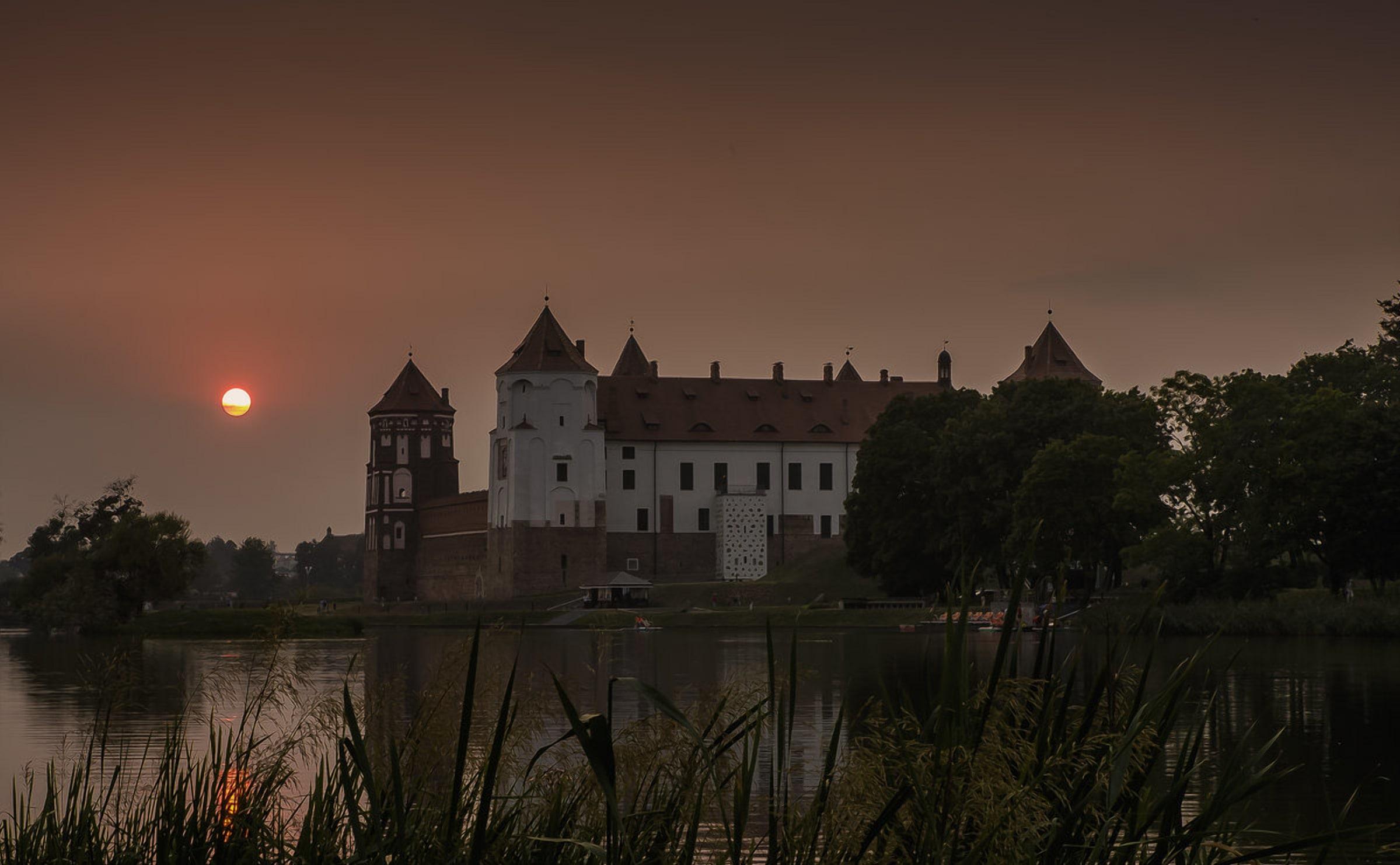 Таинственный Мирский замок