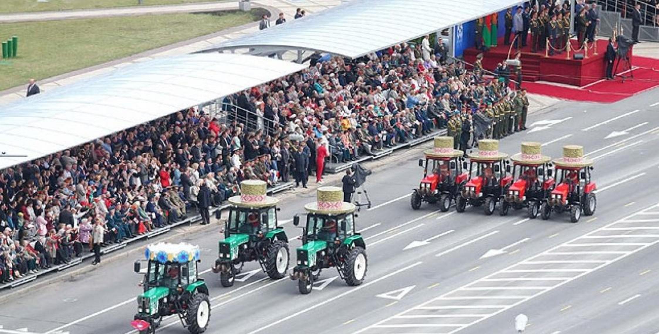 Трактора на параде в Минске