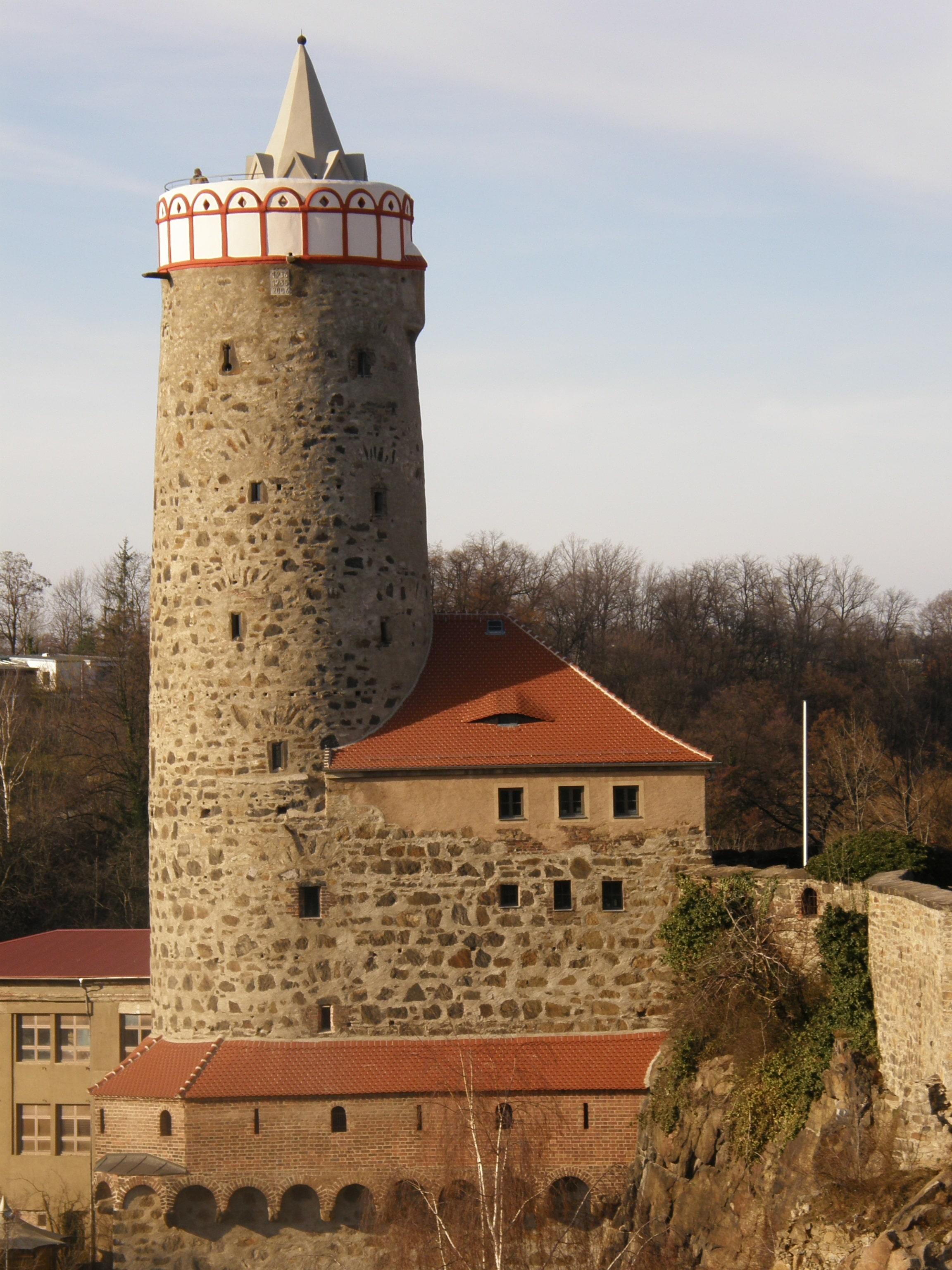 Башня строилась для строительства вокруг неё замка