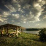 Площадка для мероприятий у озера