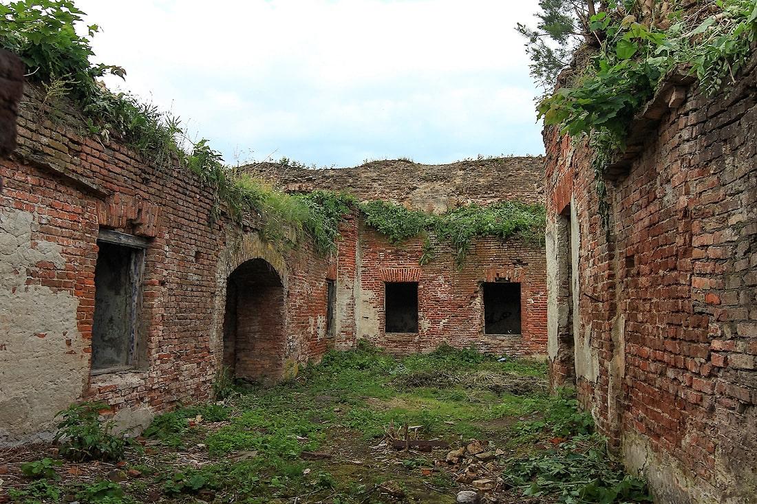 Руины монастыря бернардинок