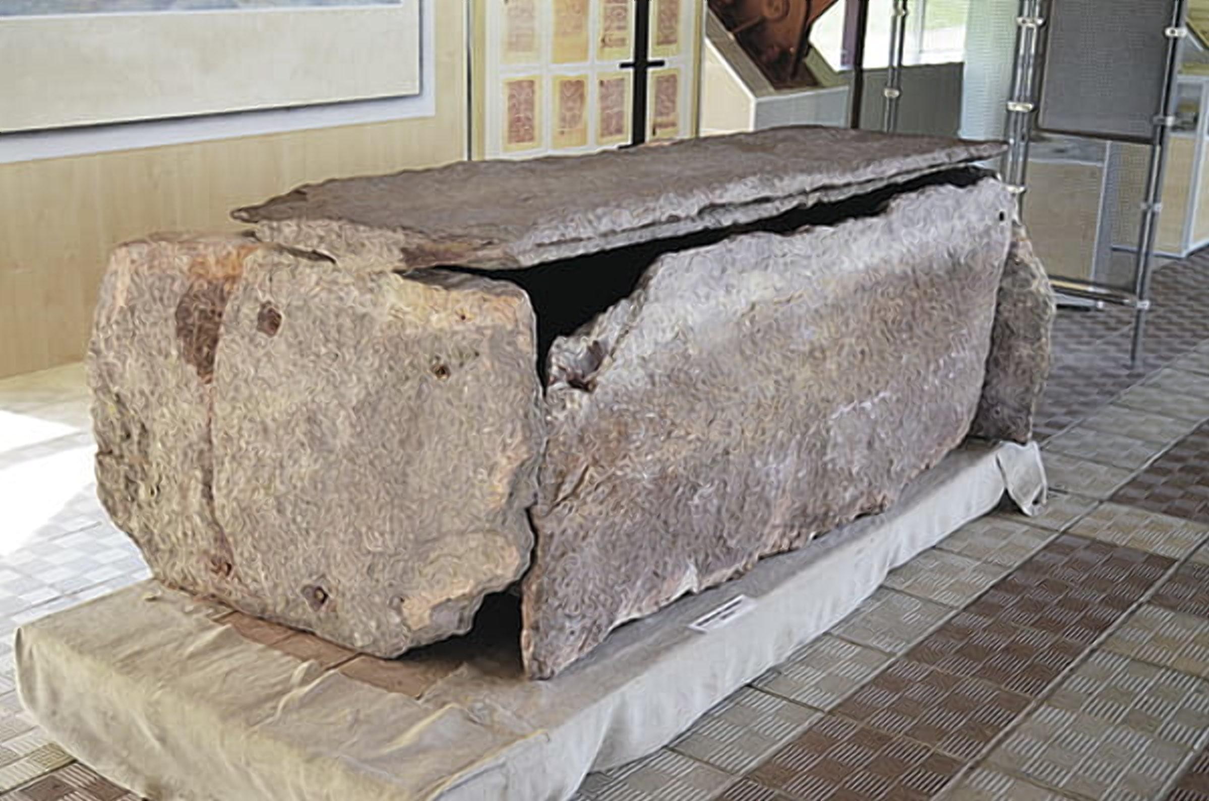 Саркофаги из сланца встречаются только на раскопках в Турове
