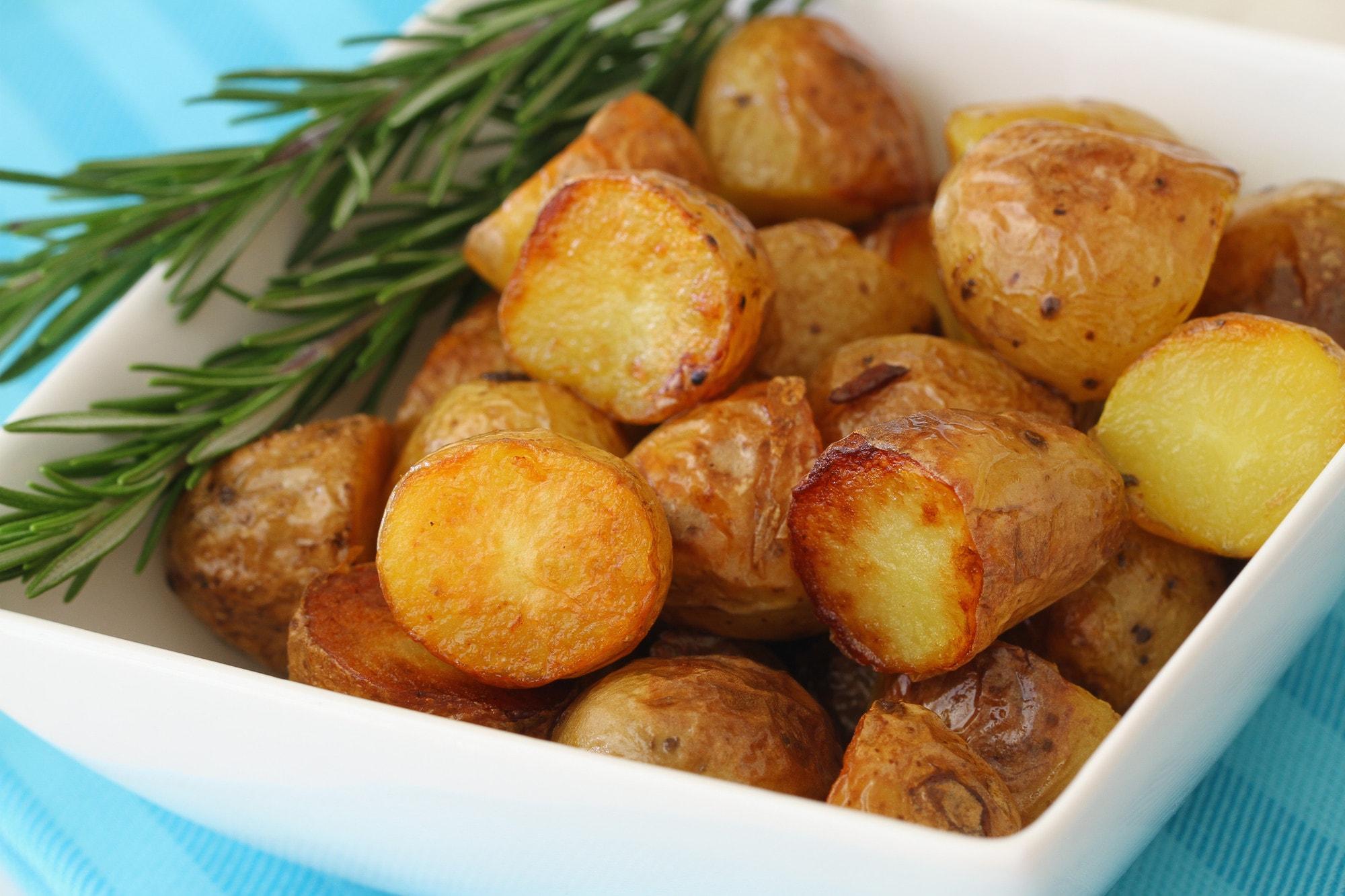 Жареный картофель с зеленью - любимое блюдо всех слоев населения