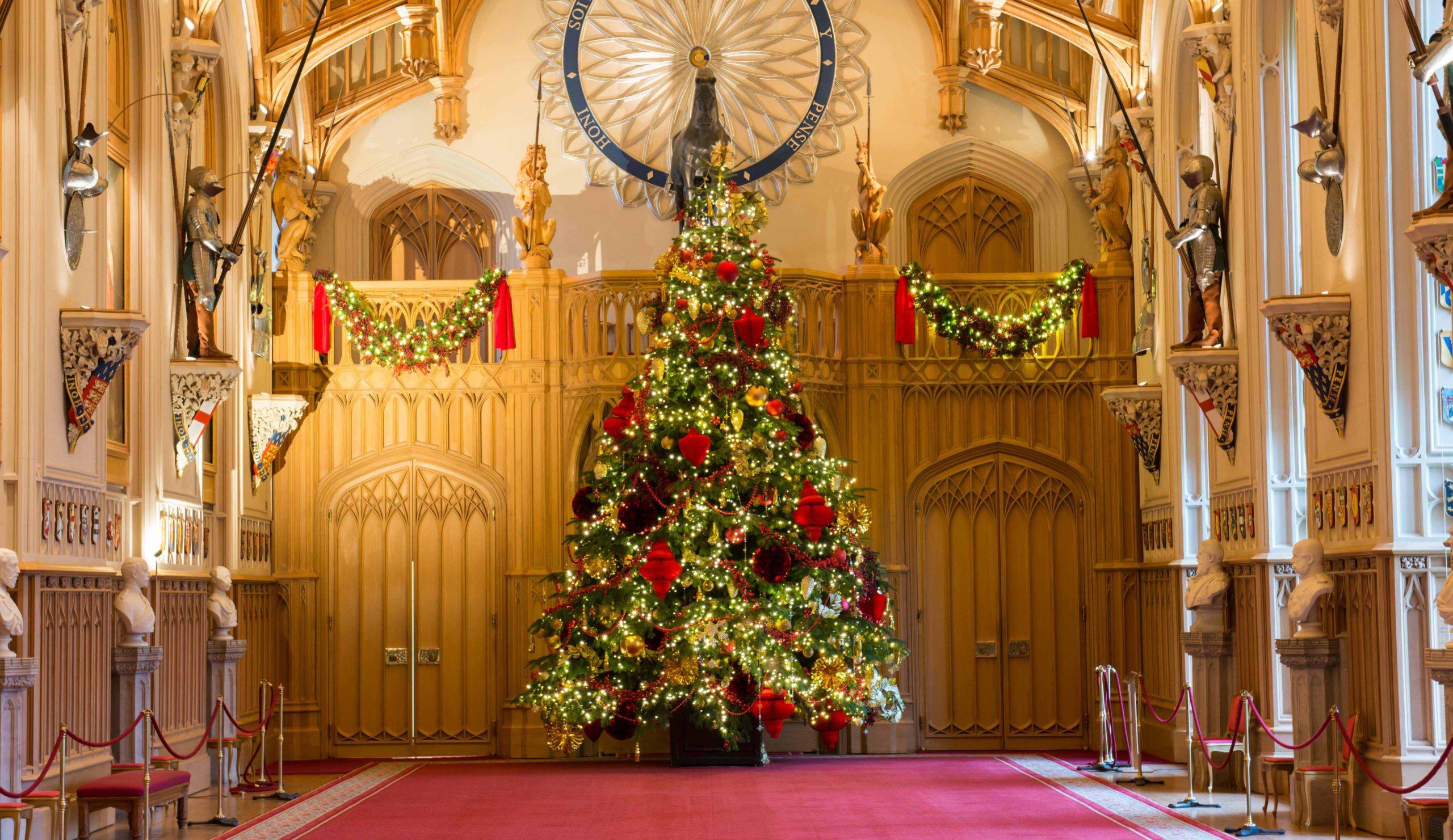 К началу 17 века рождественские ели украшали замки и дворцы знати