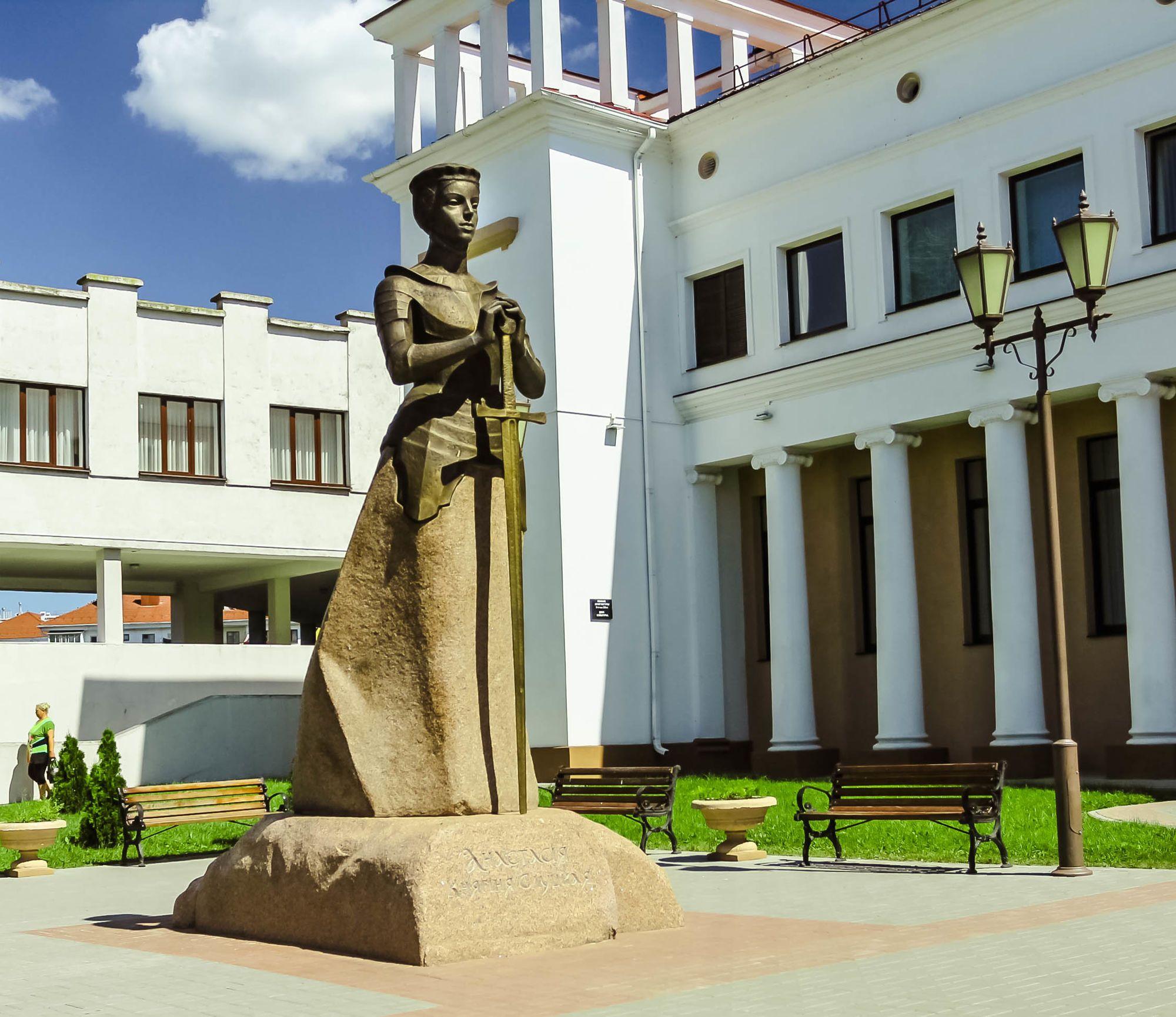 Памятник Анастасии Слуцкой