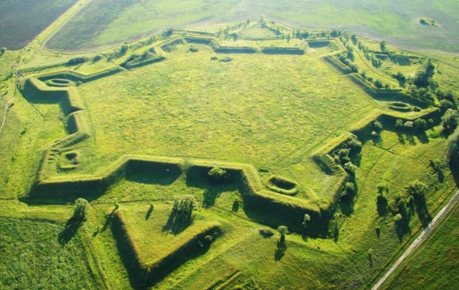 Первоначально Гродно строилась как крепость с земляными укреплениями