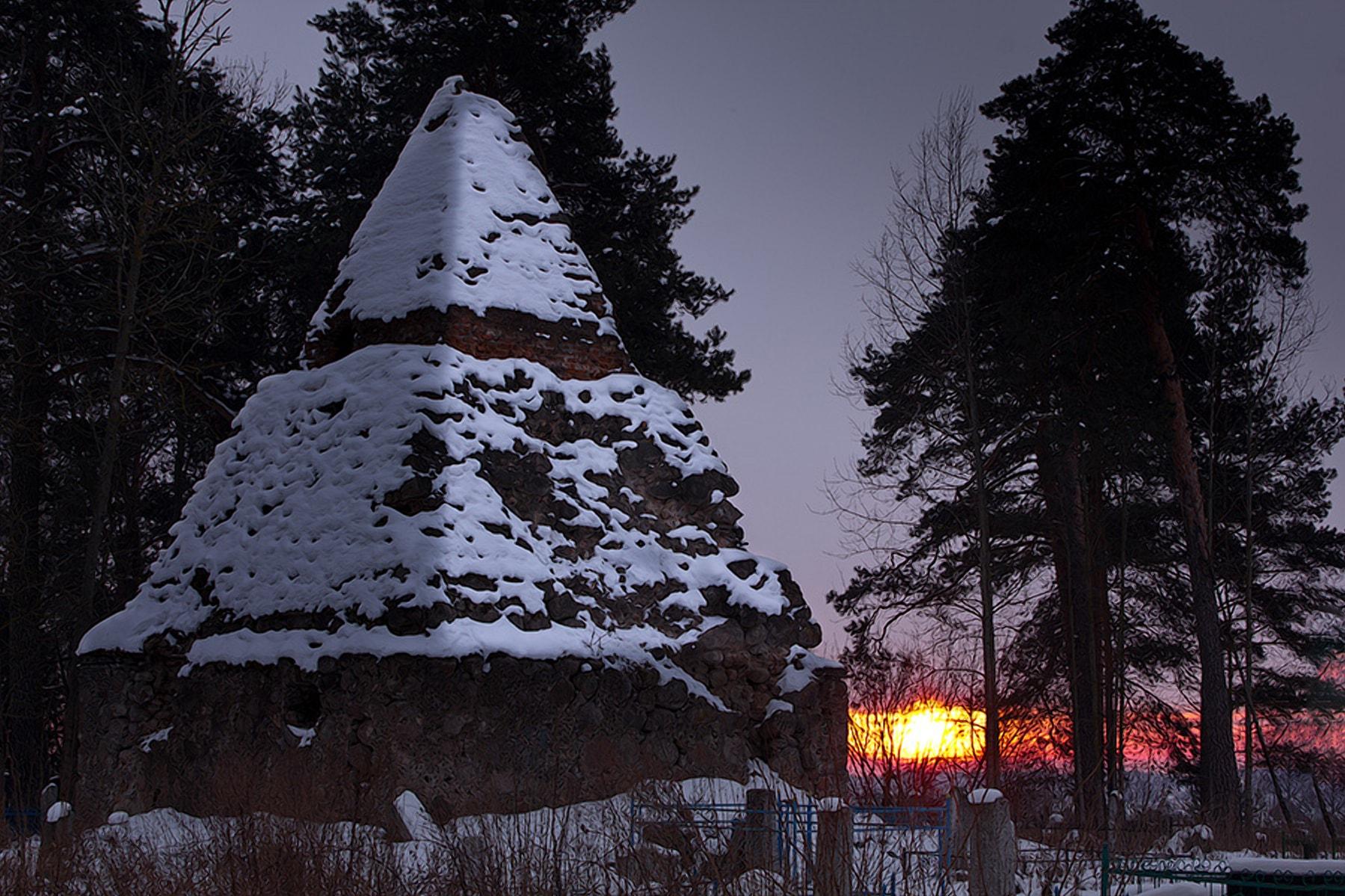 Пирамида-обелиск в Узде
