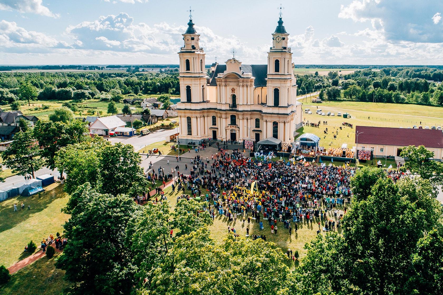 В Будслав опять зачастили паломники