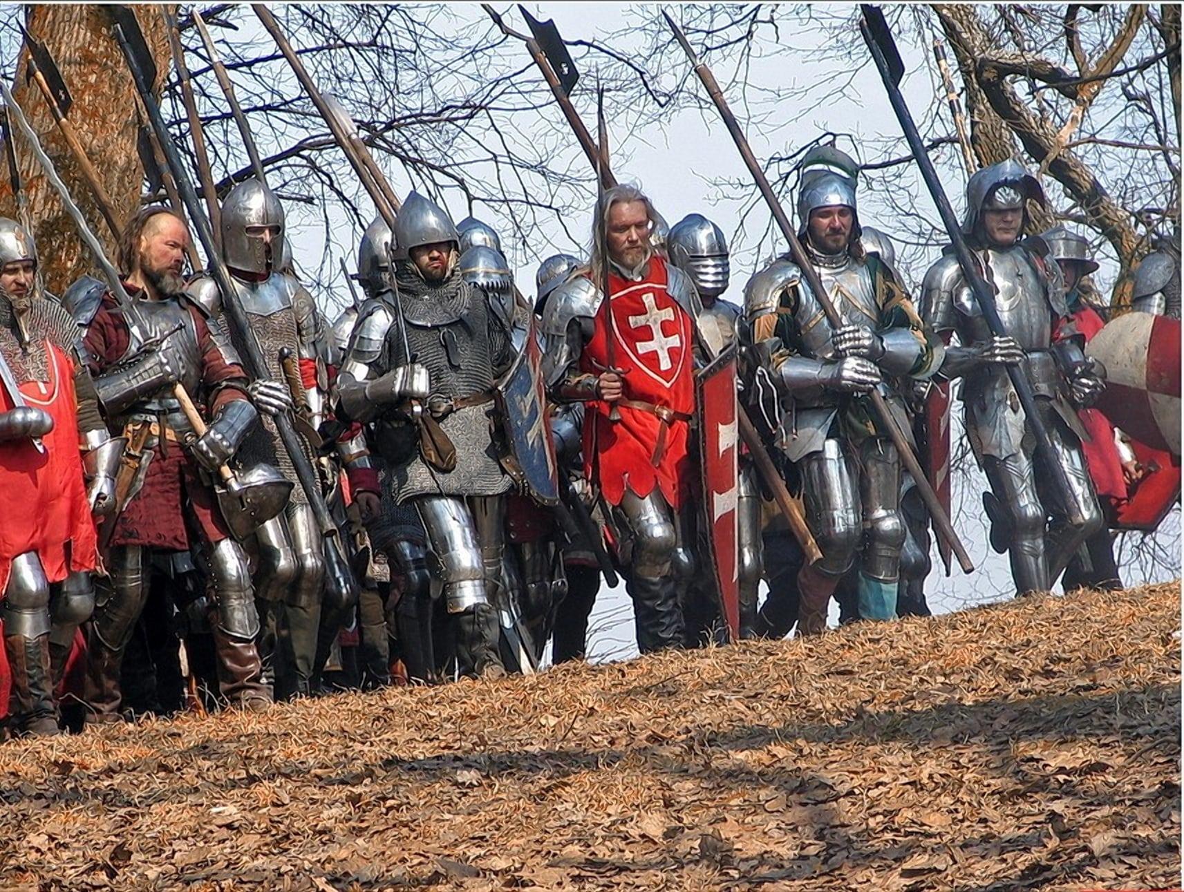 Не только закованные в сталь латники охраняли замок