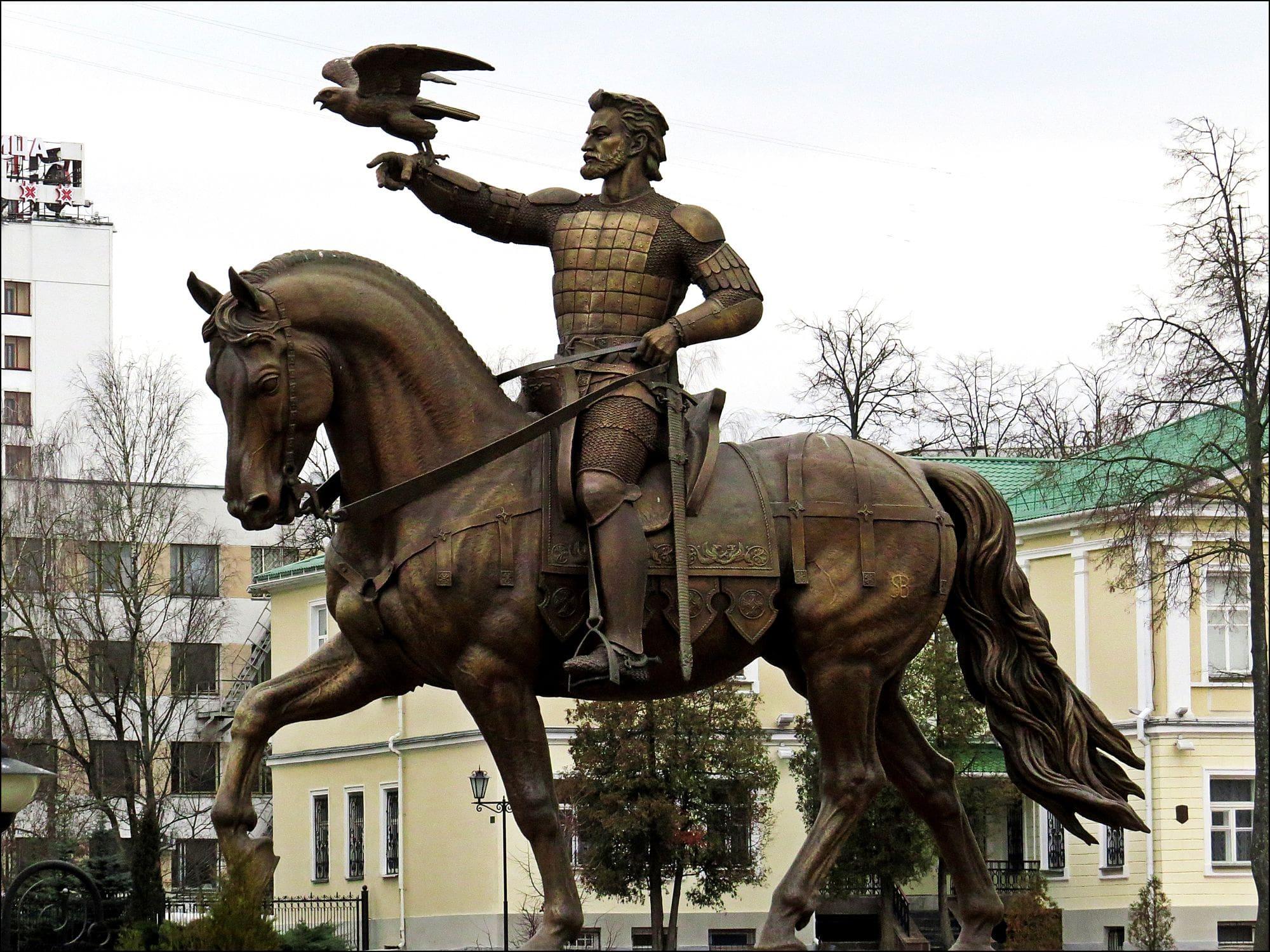 Памятник Ольгерду в центре Витебска