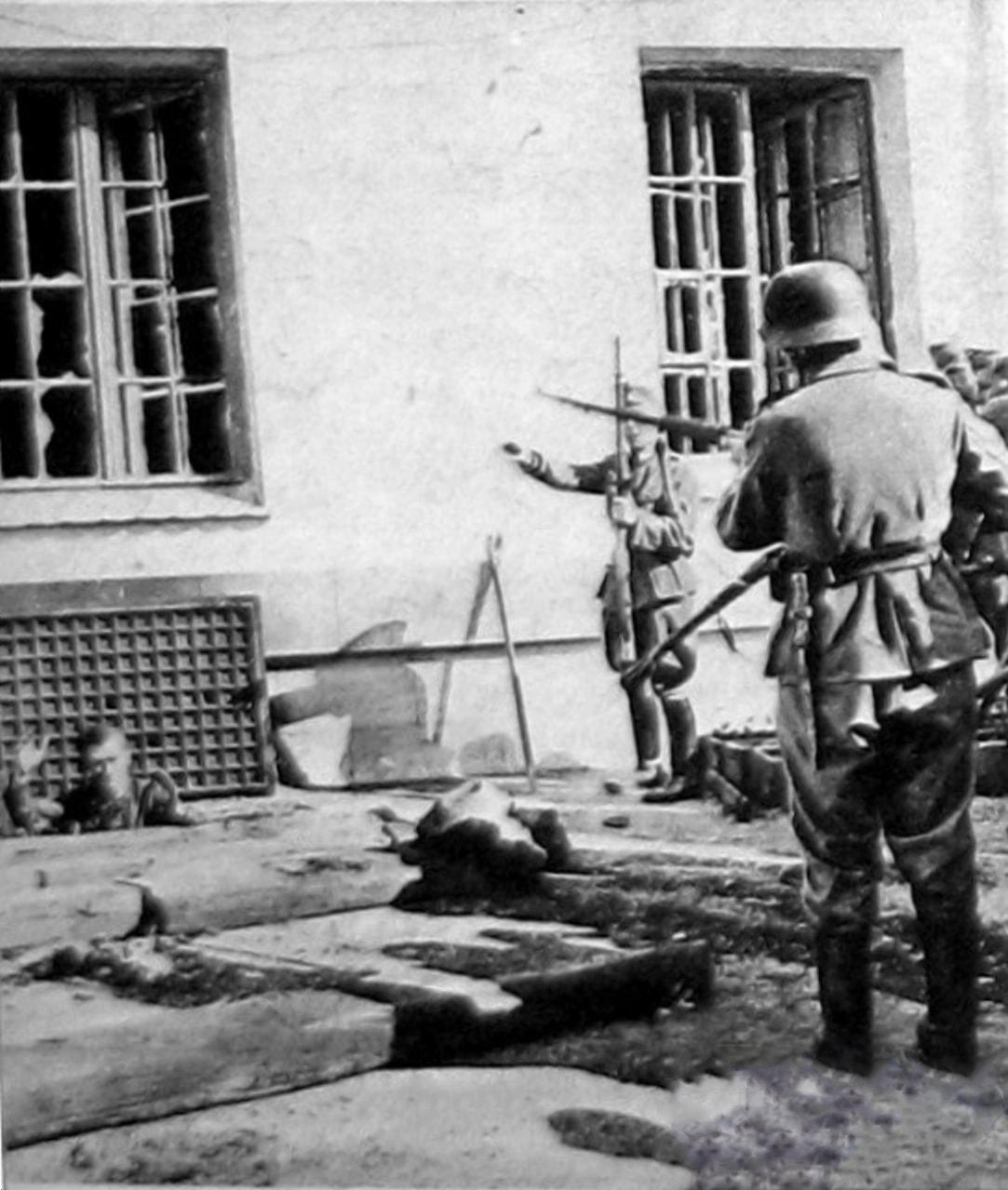 Первые пленные из подвалов появились 23 июня
