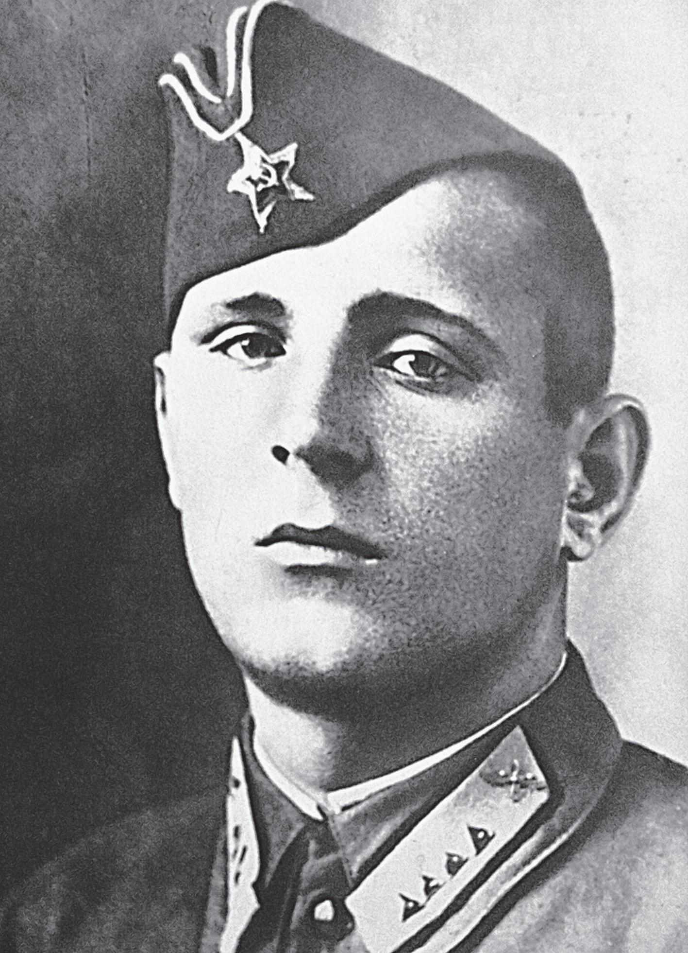 Старшина Баснев один из руководителей обороны вокзала