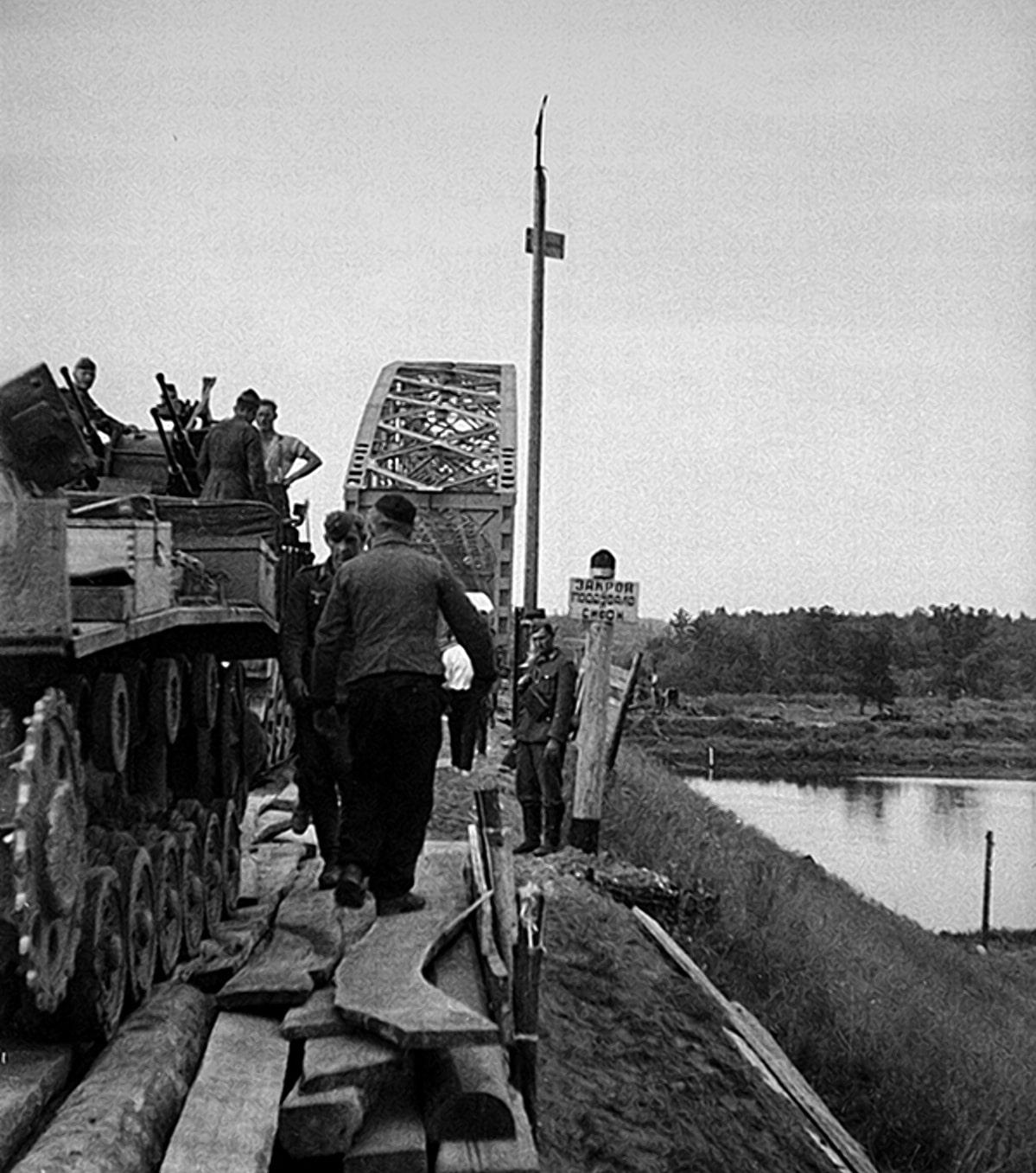 Немцам доставались целыми стратегические железнодорожные мосты
