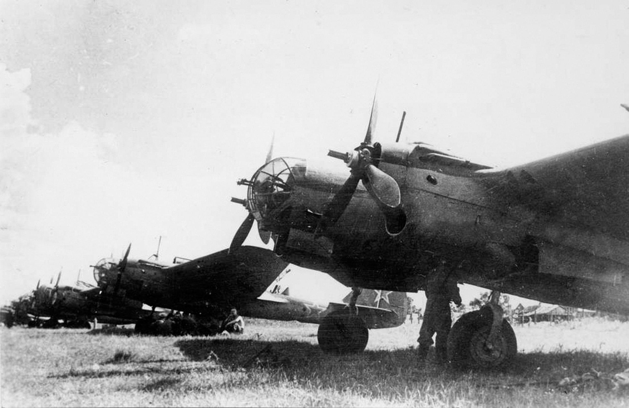 Бомбардировщики находились в 200 километрах от границы