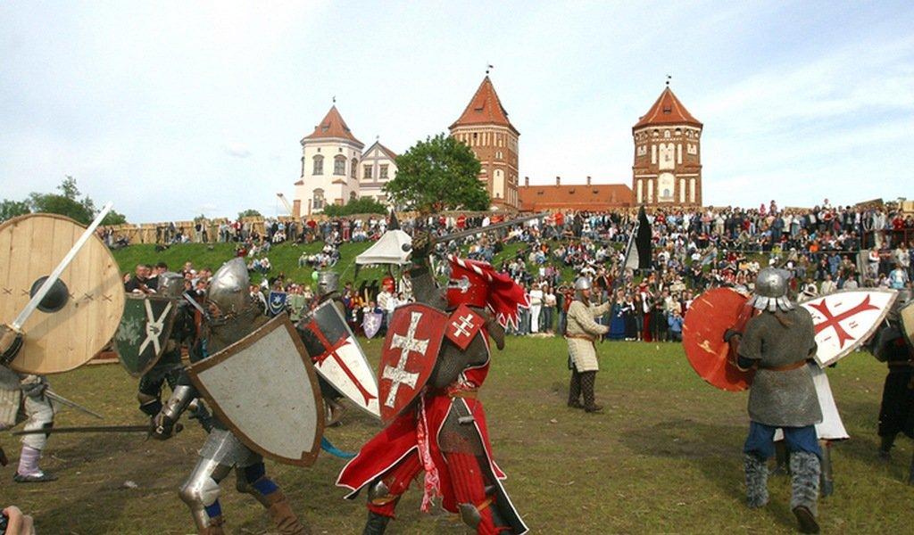 В Мирском замке можно попасть в гущу рыцарского боя