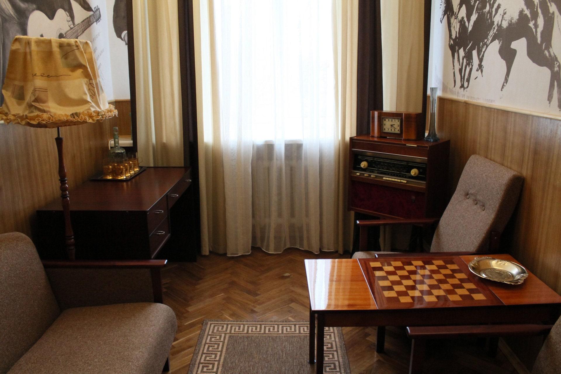 В мемориальном номере бресткой гостиницы Буг