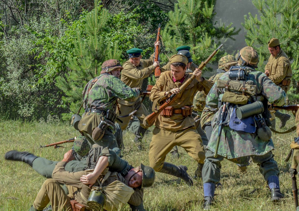 Отряд майора Кузнецова вступил в бой с немецкими разведчиками