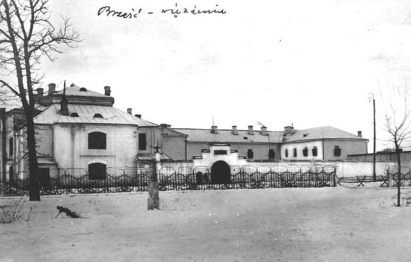 Старинный монастырь переделанный в тюрьму