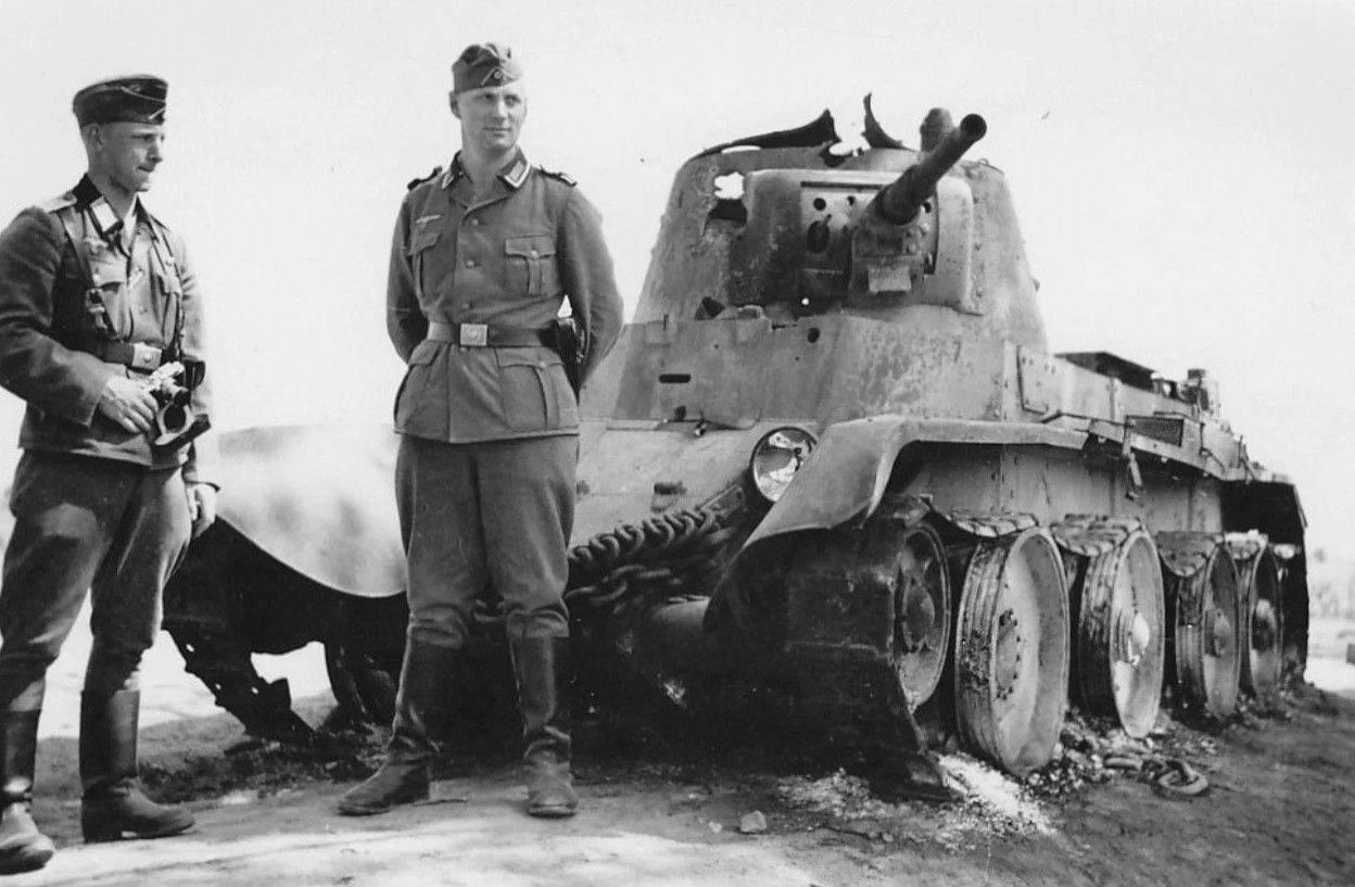 Советские танки оставались на поле боя