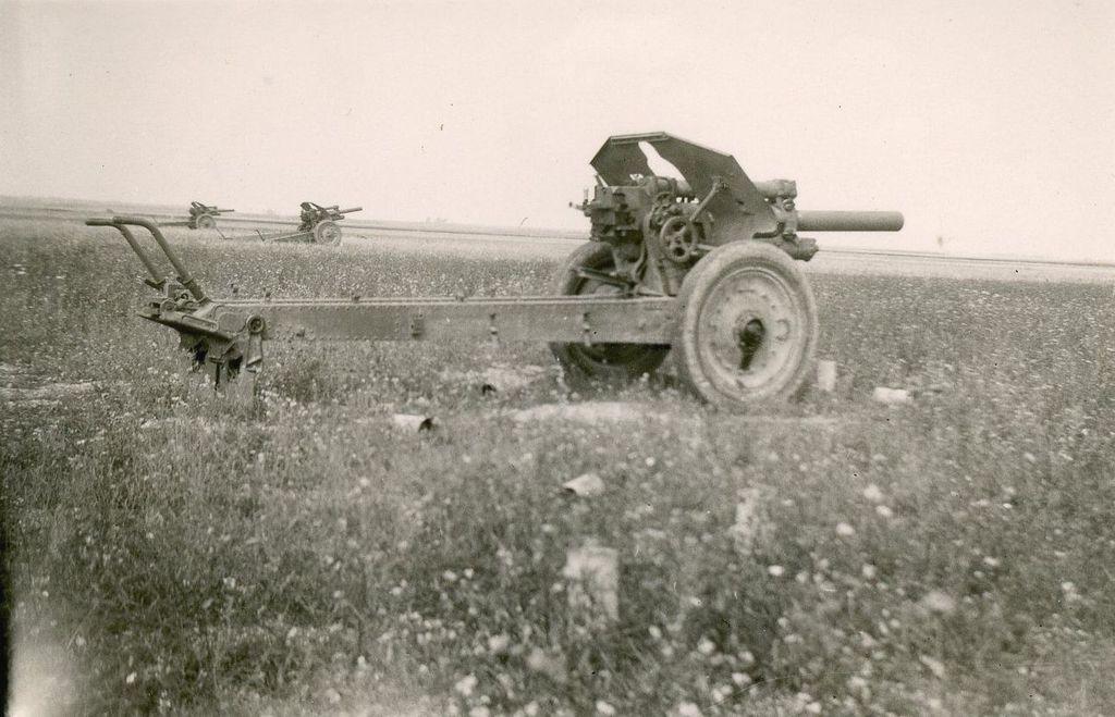 Брошенные гаубицы 42 -ой стрелковой дивизии