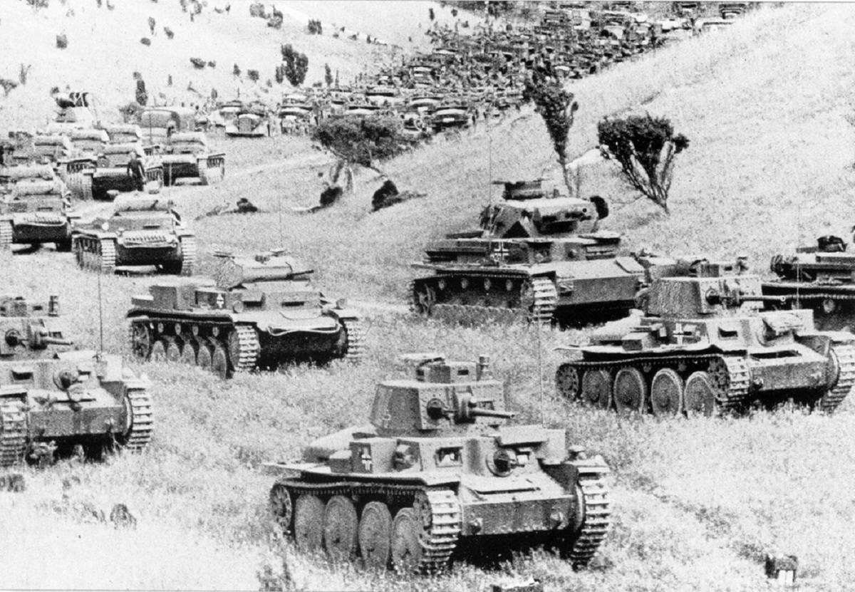 Немецкие танковые дивизии отрезали окружили советскую группировку
