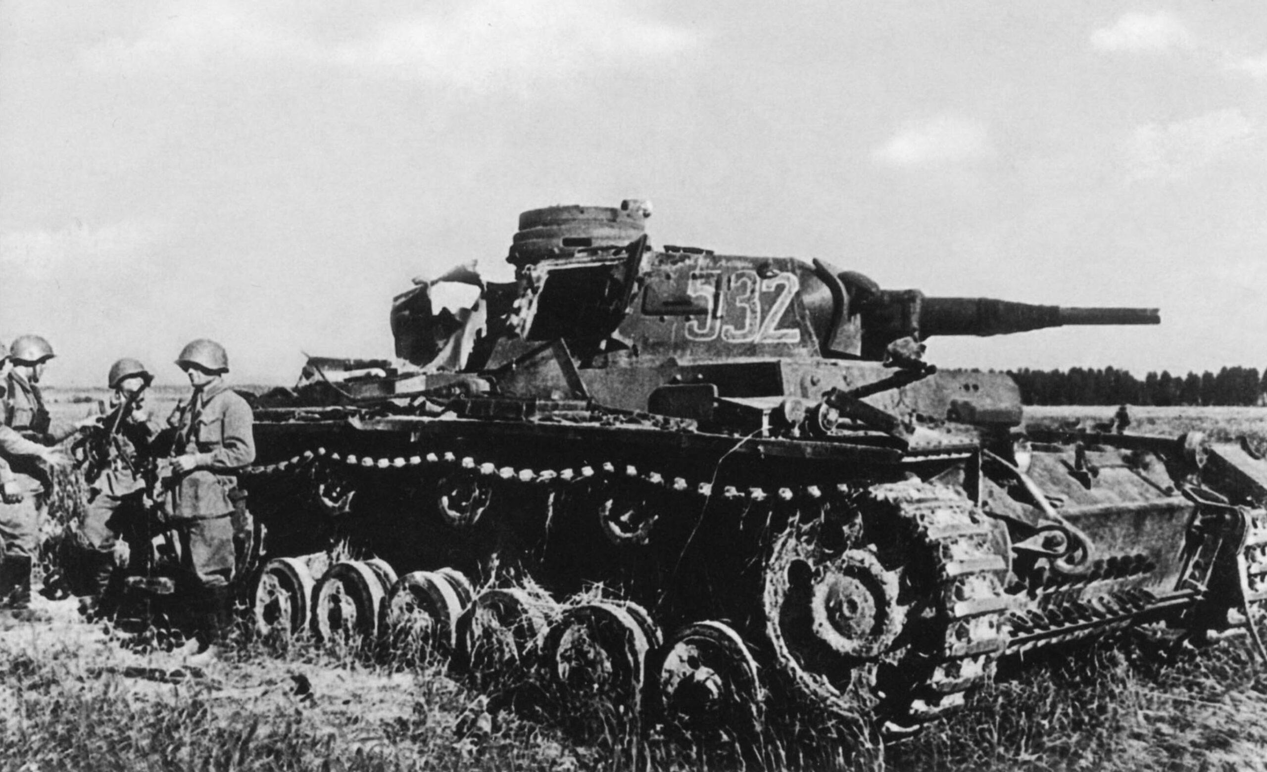 Подбитый огнем немецкий танк