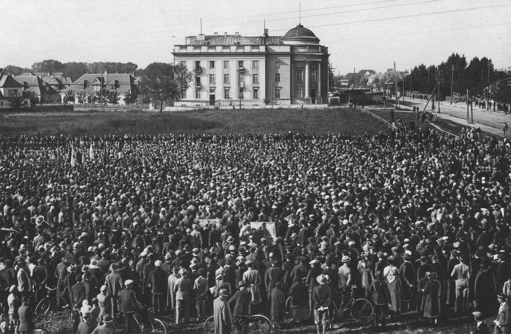 Брестчане любили устраивать митинги при Польше