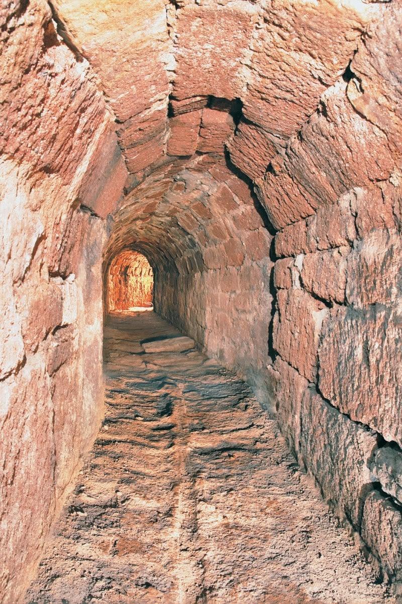 Древние подземные коммуникации средневекового города