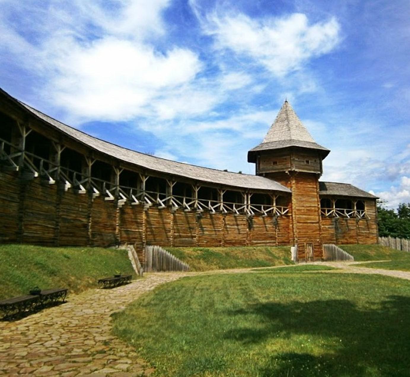 Первоначально Ляховический замок был типичной деревянной крепостью