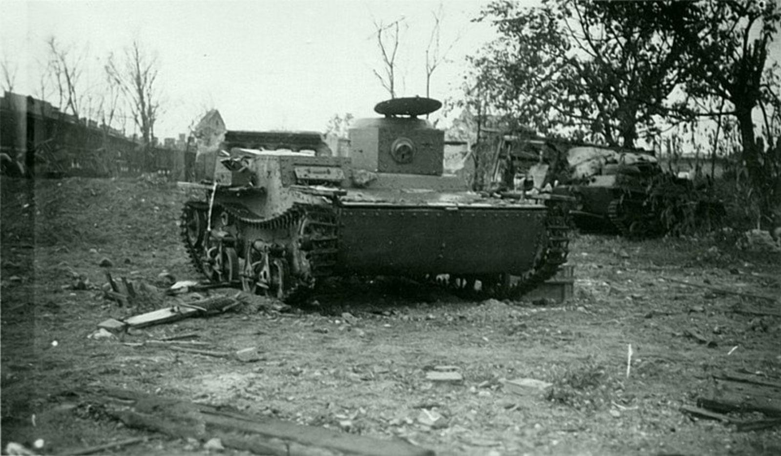 Подбитые танки на берегу Мухавца