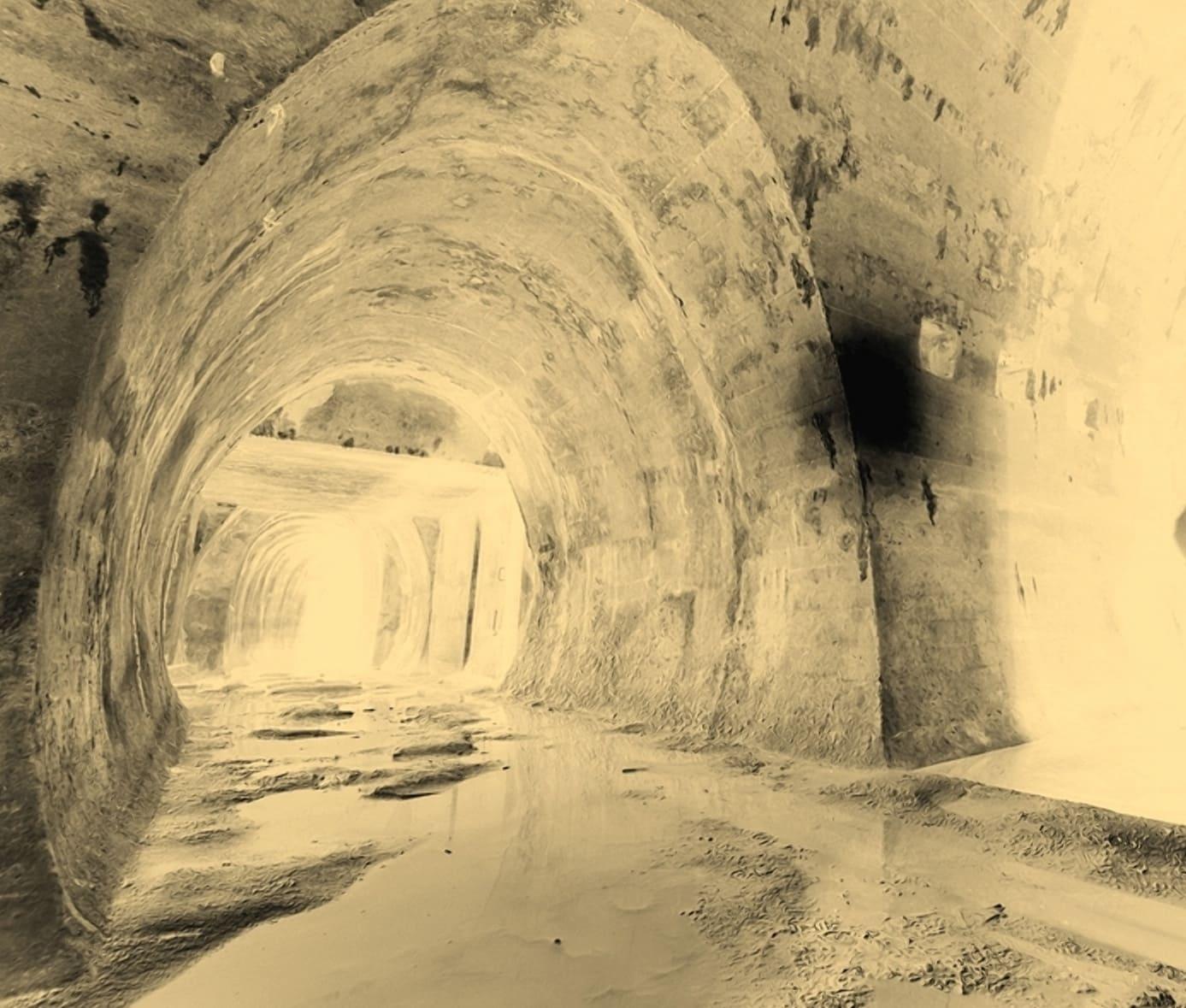 Бетонный основной тоннель был полуразрушен