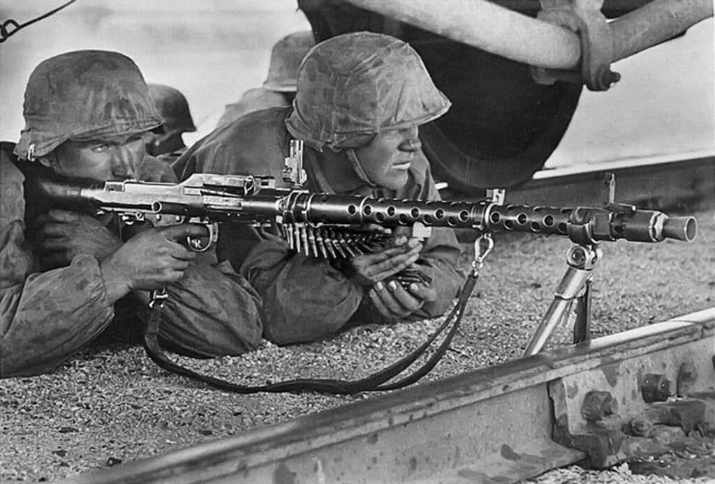 Немецкие пулеметчики смогли без боя закрепится на стратегических объектах