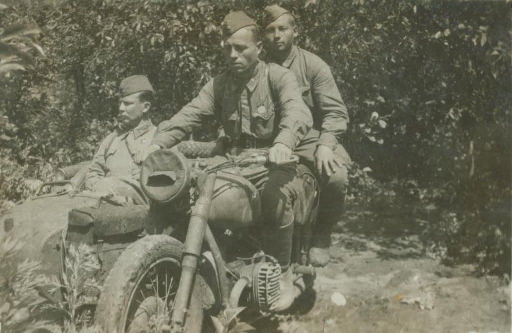 В мотоциклетном полку служили отборные бойцы