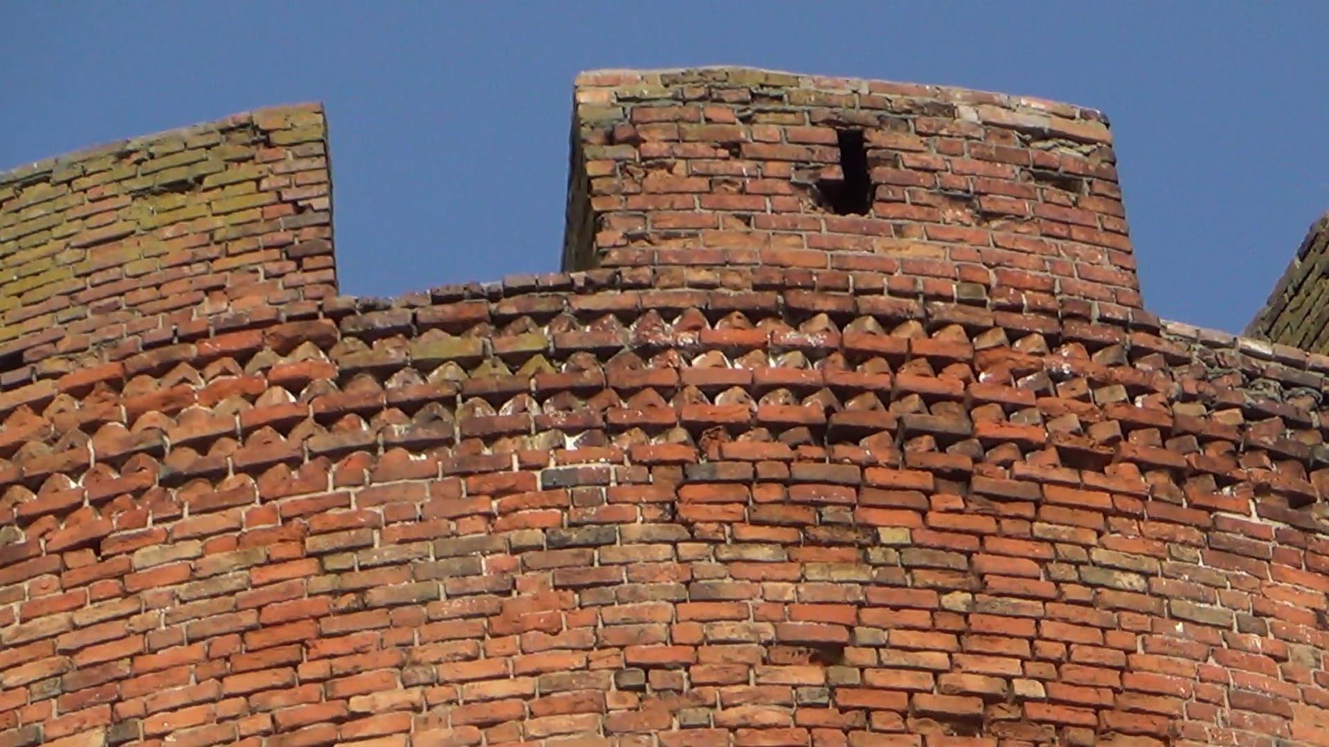 При возведении используется типичная орденских замков кладка по -вендски