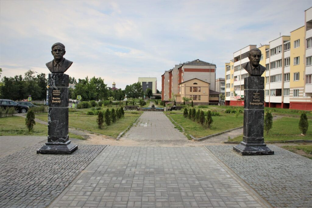 Бюст Быкова появился в Ушачах