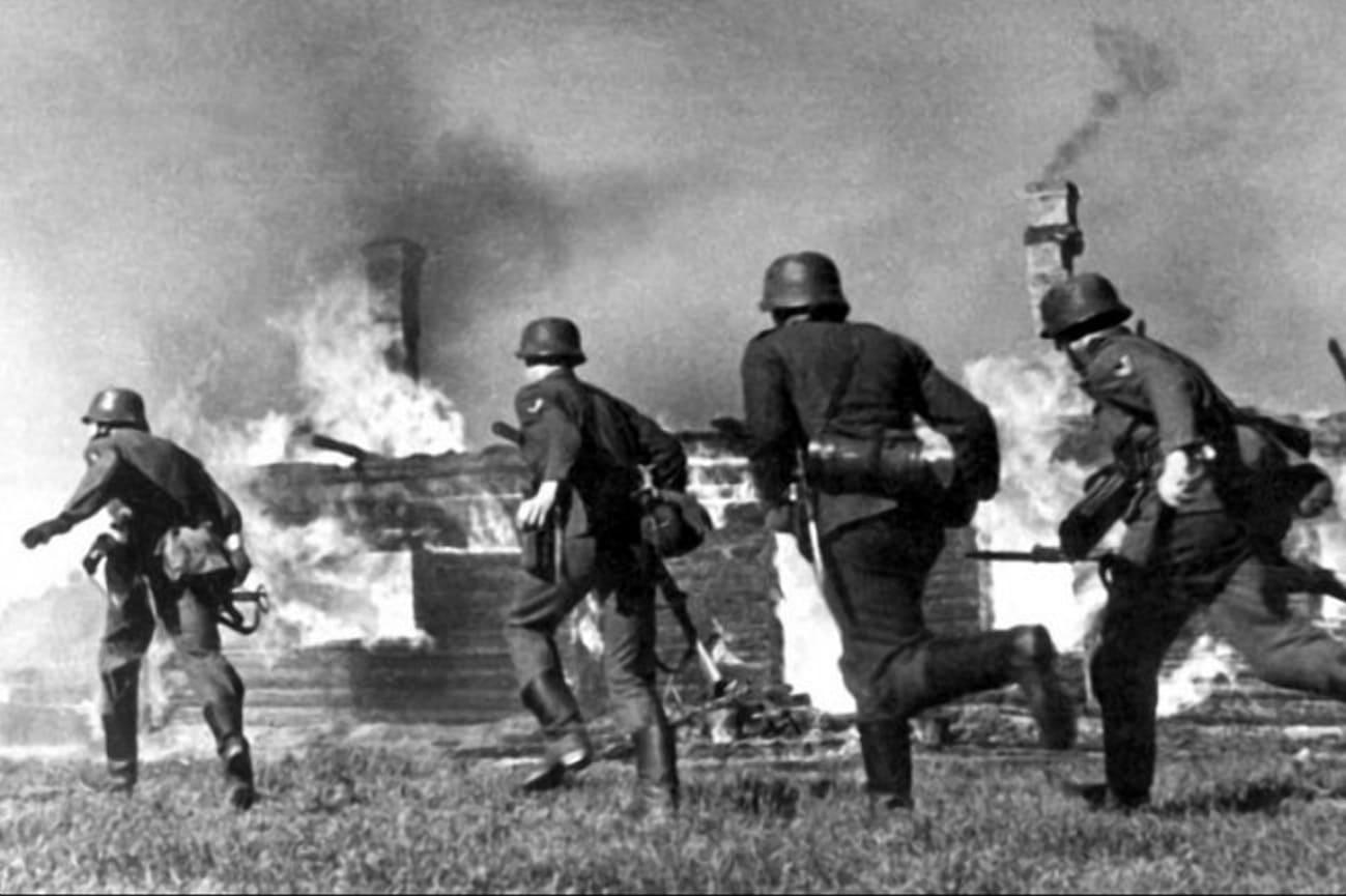 Артиллерийский огонь по военным городкам поджог и жилые дома