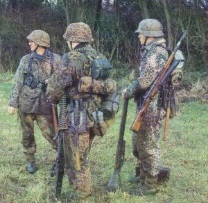 Боевая группа немцев в неизвестном камуфляже не стала принимать бой