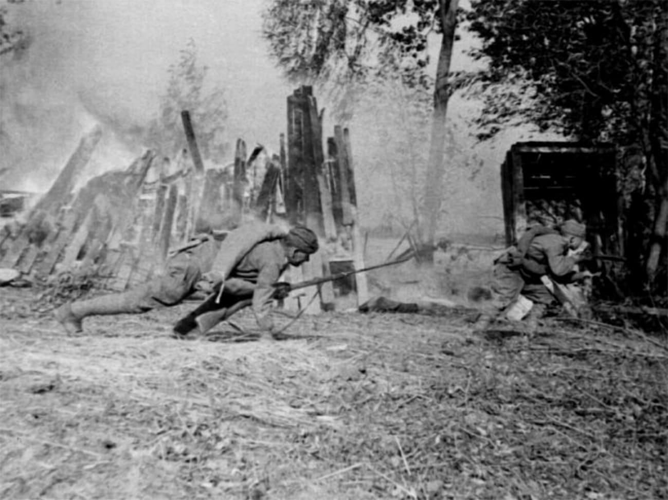 Бойцы РККА не стали оборонять горящие предместья