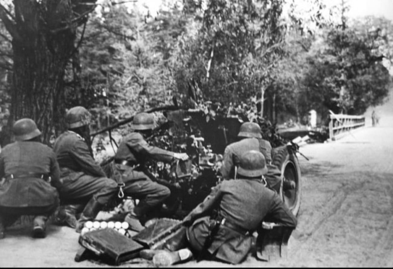 Для уничтожения заслонов немцы применили орудия и минометы